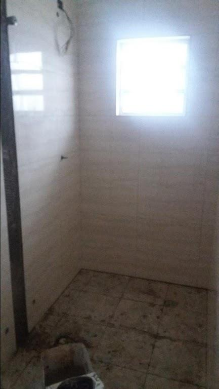 casa assobradada, com 4 vagas, 3 dormitórios, sendo uma suite, sala ampla, cozinha, e banheiro. piso...