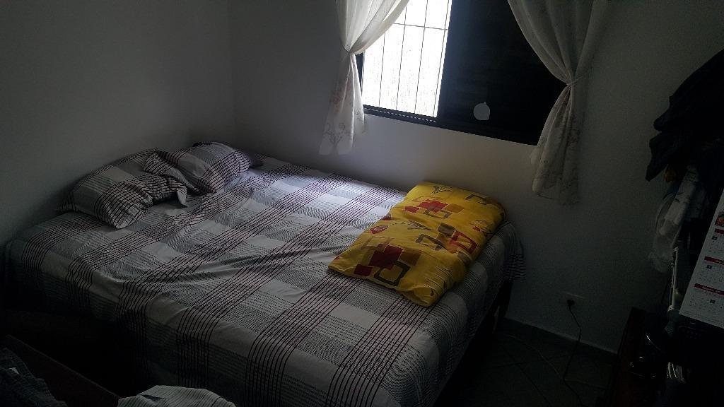casa térrea com excelente localização composta por 3 dormitórios sendo 1 suíte com armários planejados, wc...