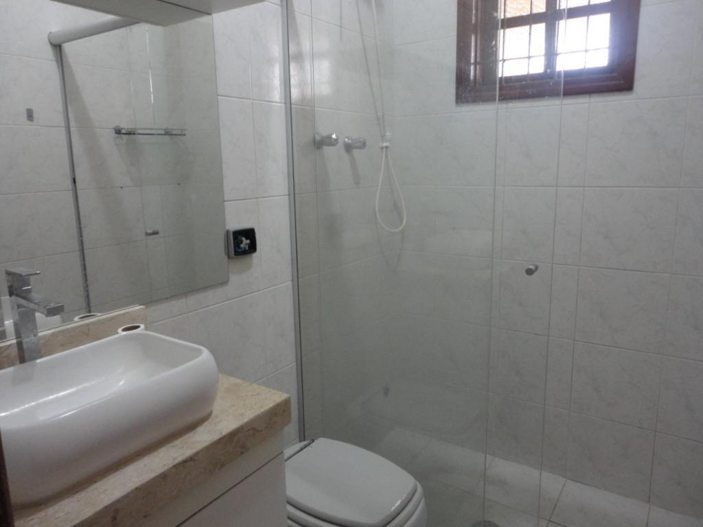 sobrado em excelente localização com 02 dormitórios, wc social, sala ampla, cozinha repleta de armários com...
