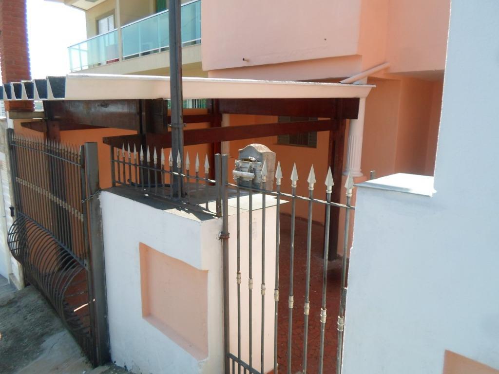 excelente imóvel,muito bem localizado,composto por 3 dormitórios,2 salas,cozinha,quintal,área de serviço,terraço,2 vagas.pintura nova, pronta para morar.