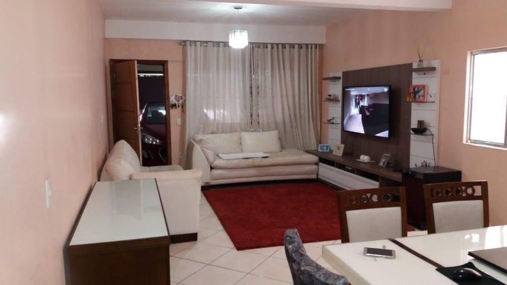 oportunidade única para sair do aluguel - casa constituída em terreno de 173m² distribuída em 4...