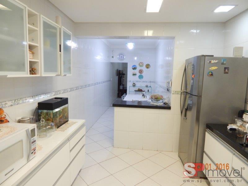Linda casa em rua fechada com 3 dormitórios à 250m do metrô Carandiru, para alugar por R$ 2.700/mês - Santana