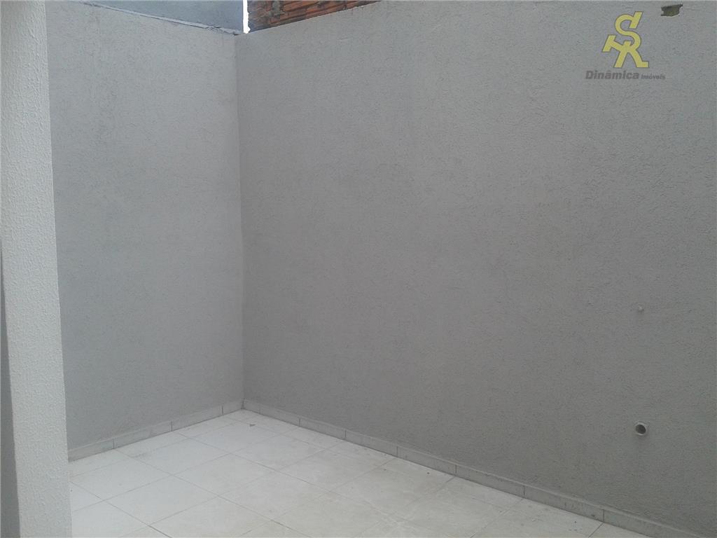 3 dormitórios sendo 1 suite, wc social, sala ampla para 2 ambientes, lavabo, cozinha, lavanderia coberta,...