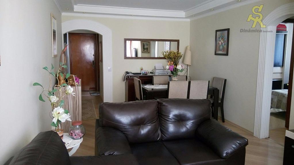 2 dormitórios, sala, cozinha,wc social, lavanderia, dependência de empregada, wc de serviço. localização privilegiada a 5...