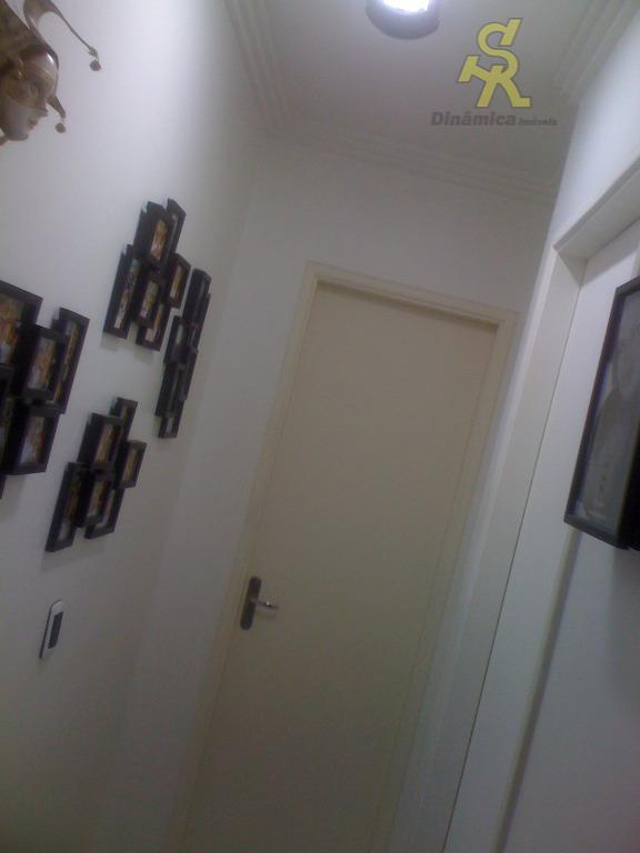 2 dormitórios, sala 2 ambientes com sacada, cozinha planejada, wc, lavanderia, 1 vaga coberta. localização privilegiada...