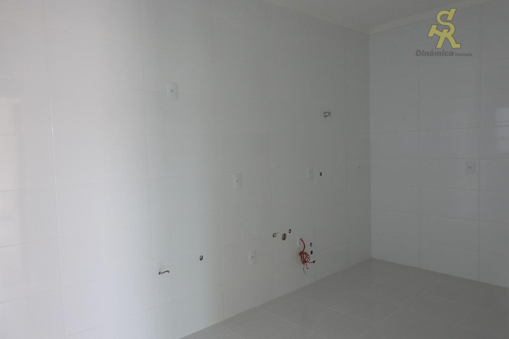 condomínio fechado com localização privilegiada, sendo apenas 5 sobrados. 3 dormitórios(1 suite), sala ampla, cozinha, lavanderia,...