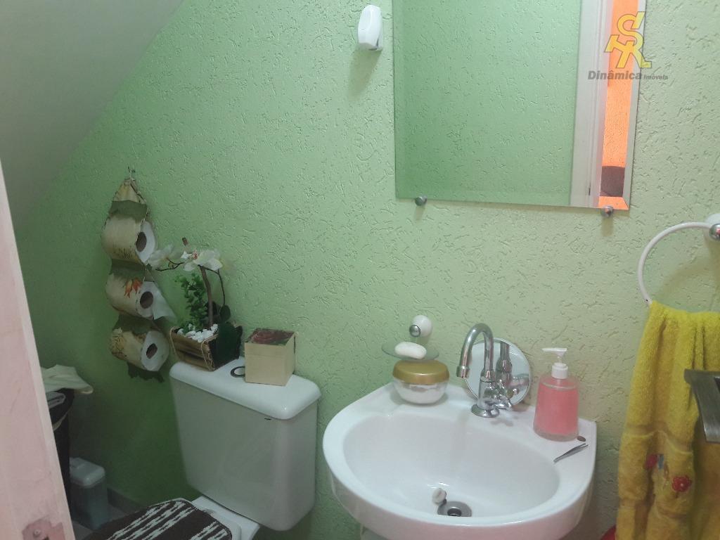 2 dormitórios, sala,lavabo, cozinha, wc, lavanderia, 2 vagas independentes, fácil acesso a rede de transporte e...