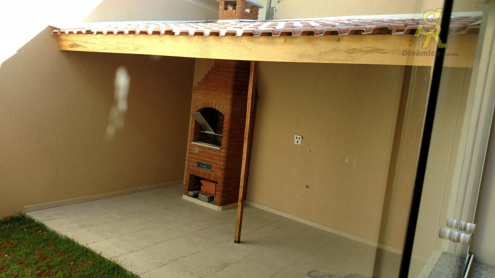 3 dormitórios (1 suite), sala,cozinha, wc social, lavabo, quintal com churrasqueira, 6 vagas cobertas. todas as...