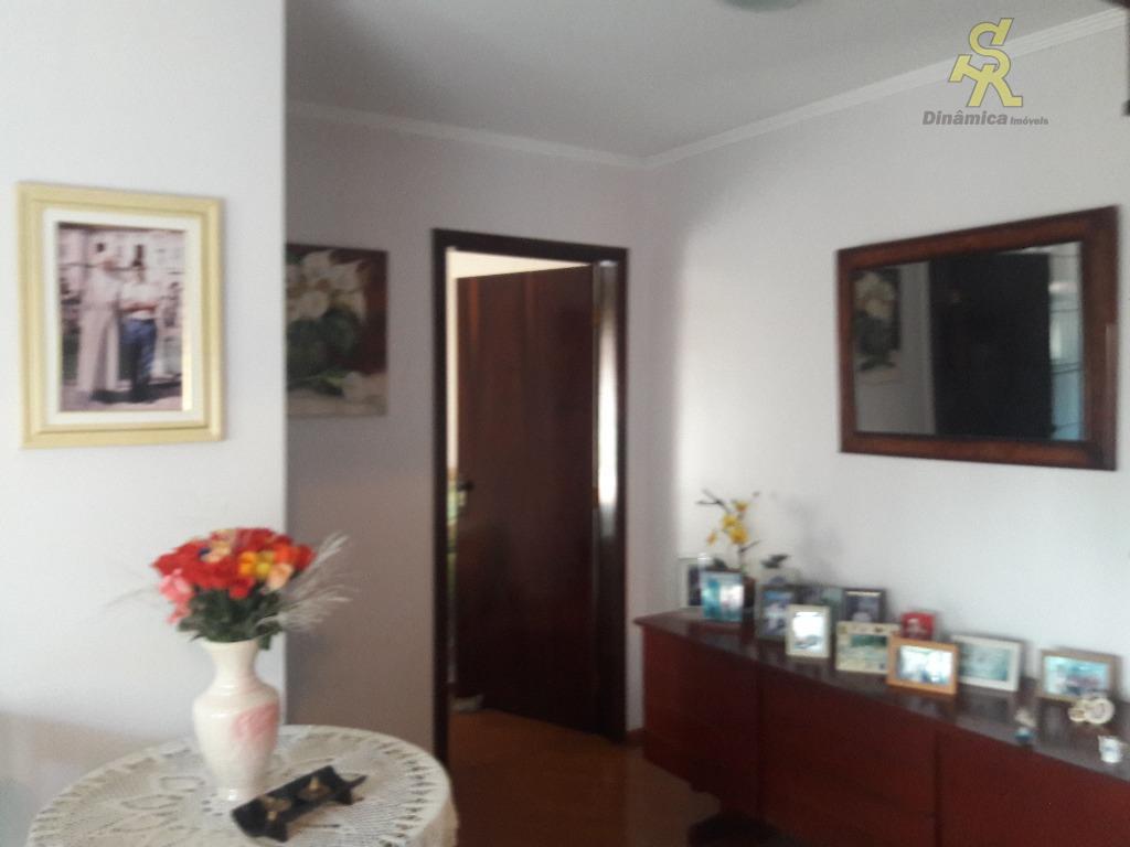3 dormitórios sendo 1 suite com closet e sacada,sala intima, sótão bem espaçoso ótimo para sala...