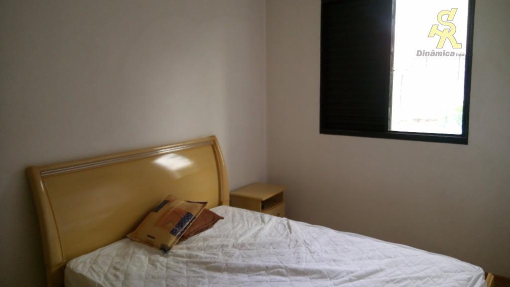 02 dorms. sala com sacada, ótima cozinha com armários, banheiro com gabinete e box blindex, ótima...