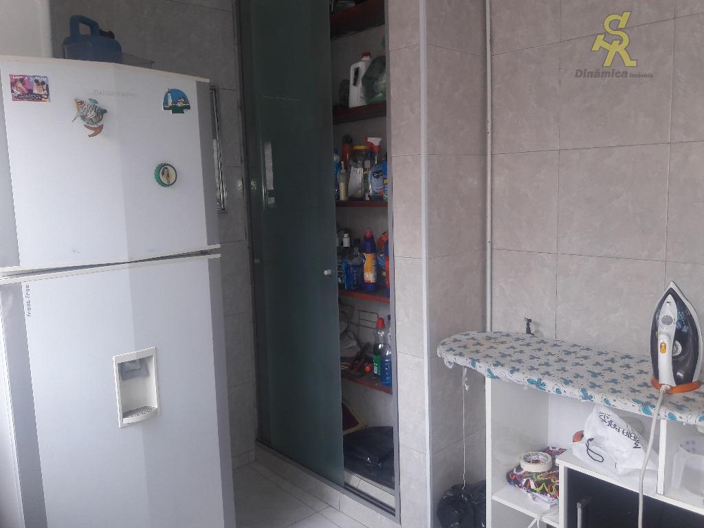 3 dormitórios(sendo 1 suíte) , sala , cozinha ampla com armários, lavanderia coberta, quintal grande, edicula...