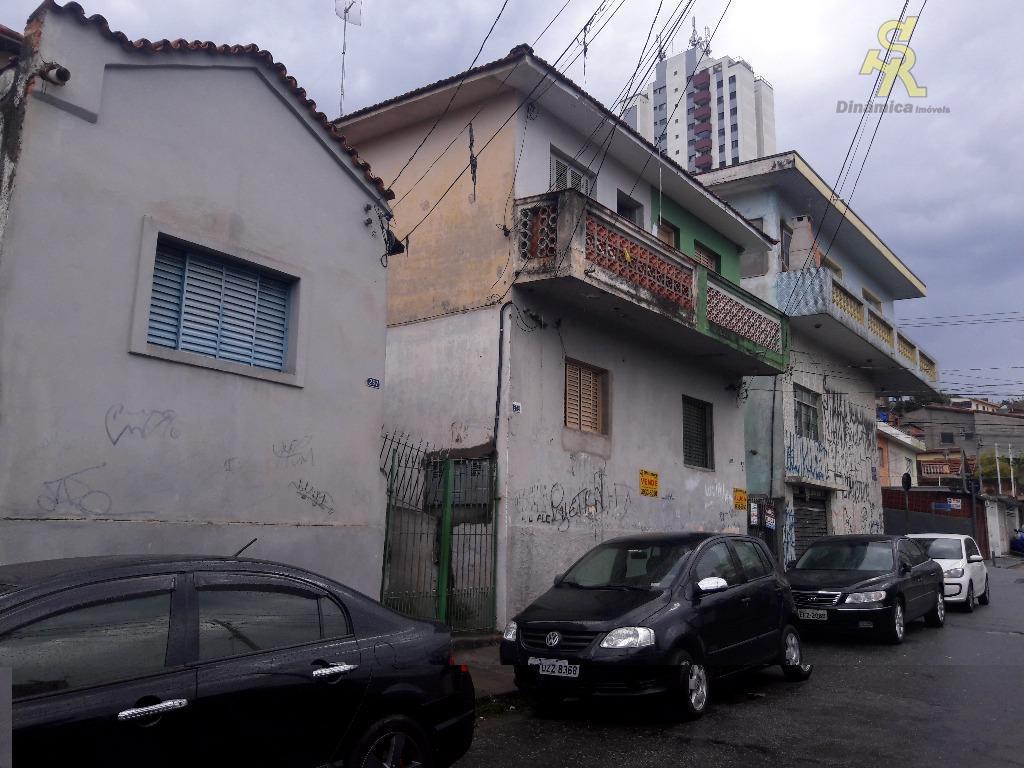 ótimo imóvel de esquina, com 2 salões comerciais e 7 casas, sendo:uma casa com 3 dormitórios,...