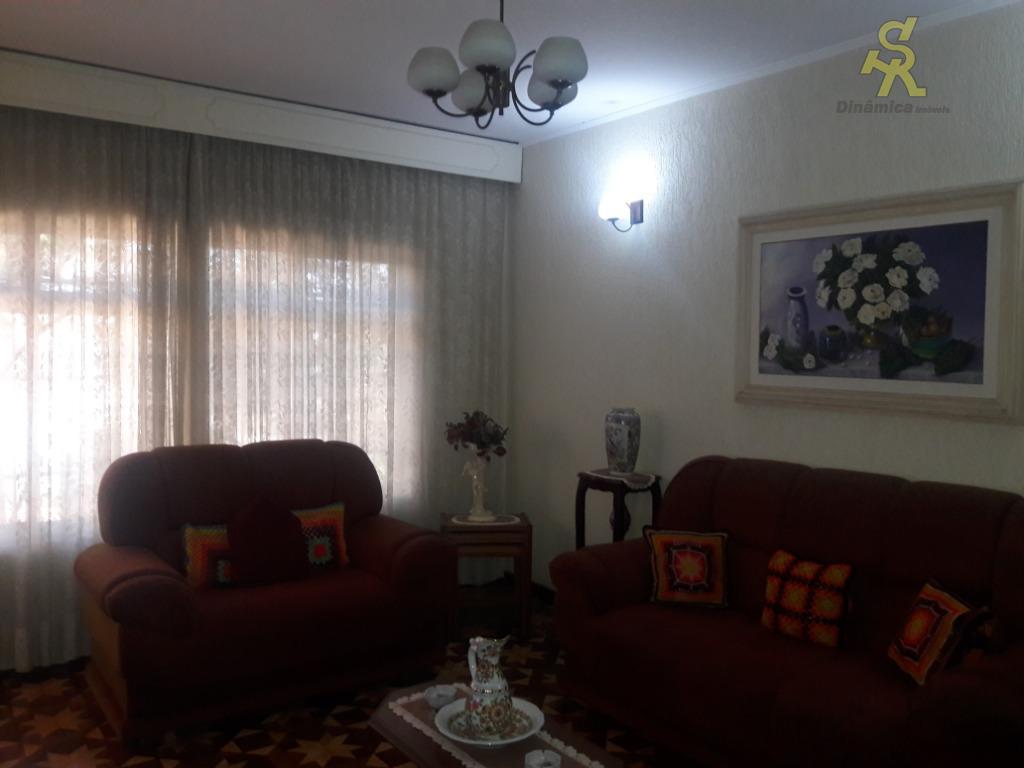 casa térrea com com 2 dormitórios, sala, cozinha, wc, lavanderia coberta, dependência de empregada com banheiro,...
