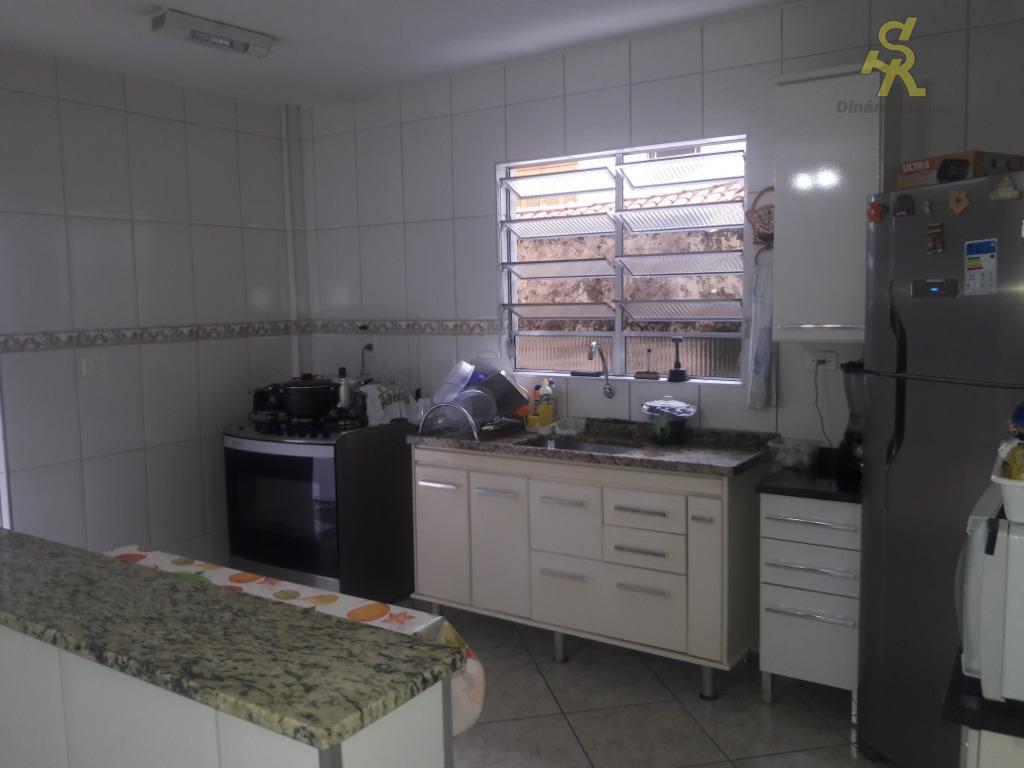 sobrado com 3 dormitórios sendo uma suite enorme, sala 3 ambientes grande, copa e cozinha conjugada,...