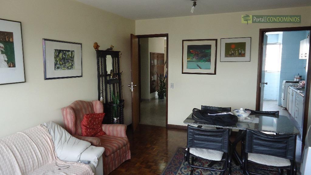 Apartamento residencial à venda, Centro, Curitiba - AP0095.