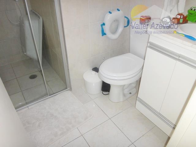 condomínio fechado, 2 suítes, sala 2 ambientes com sanca e luzes de croica, cozinha planejada, 2...