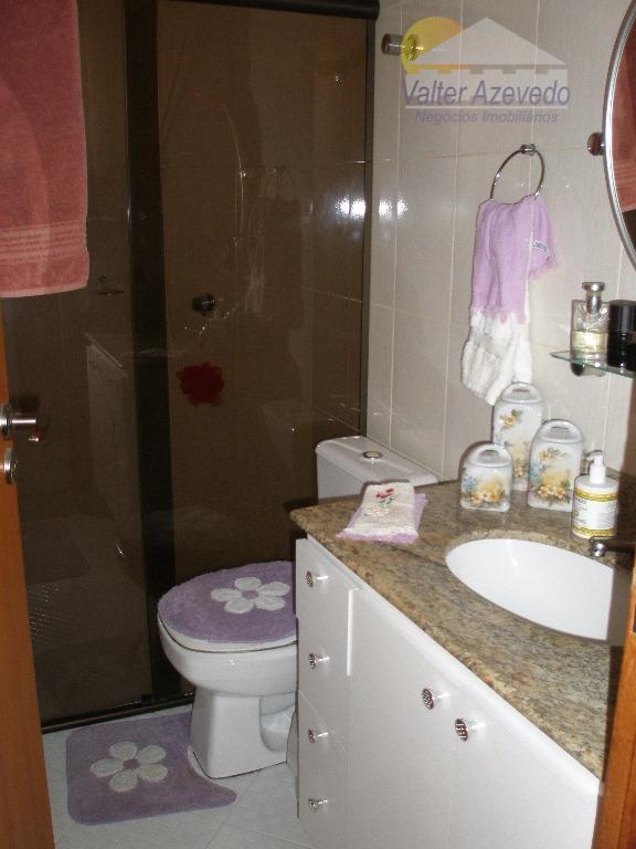 sobrado santa terezinha ! 183 metros quadrados, rico em armários, semi mobiliado, 3 suites, sala, lavabo,...