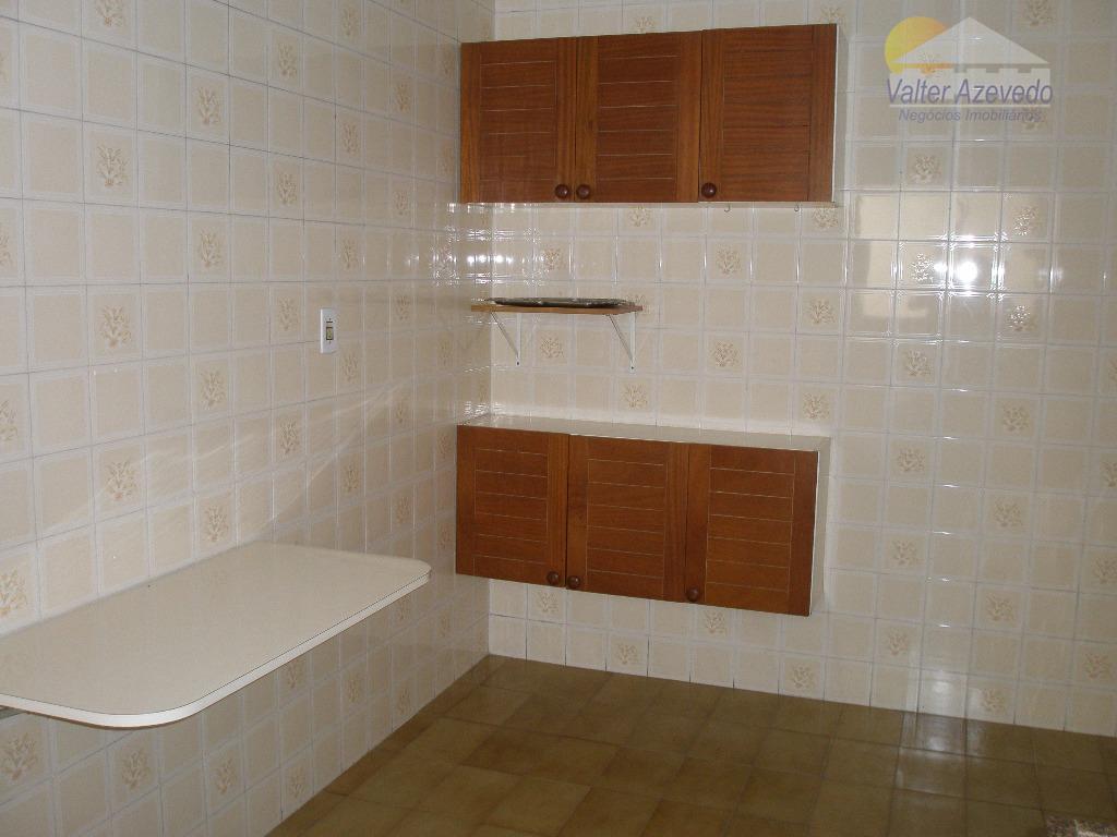 sobrado santa terezinha ! 03 dormitorios, 1 suite com varanda, sala, cozinha, jardim de inverno, escada...