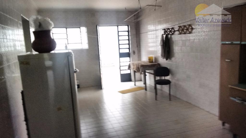 local excelente, tranquilo, casa arborizada precisa modernização, sala com 2 ambientes, 3 quartos (1 suite), 3...