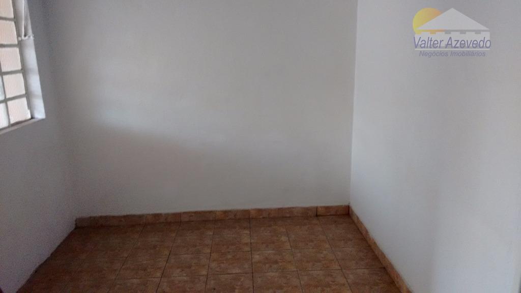 casa em bom estado,próximo de mercados e ponto de ônibus,sala, cozinha ,banheiro,2 quartos e garagem.