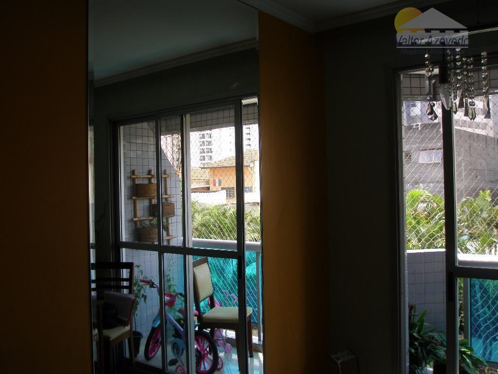 apartamento com 03 dormitórios, sendo 01 suíte, living para 02 ambientes, piso em porcelanato,varanda, semi mobiliado,rico...