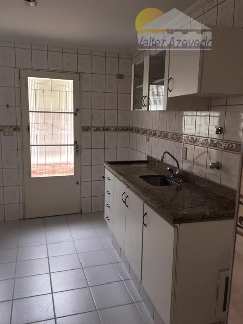 sobrado santa teresinha! ótima localização, 02 dormitórios, sala 02 ambientes, lavanderia, dependência de empregada, quintal, garagem...