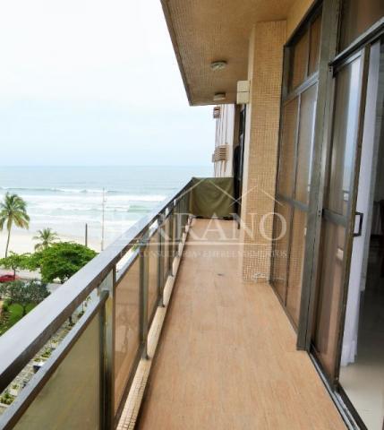 Lindo apartamento de frente para a praia de Pitangueiras, no Guarujá.