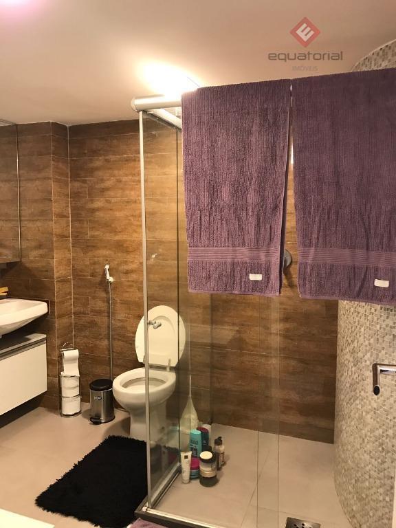excelente apartamento na varjota, móveis projetados, próximo a restaurantes, academia, supermercado, com 140m², 02 suítes, lavabo,...
