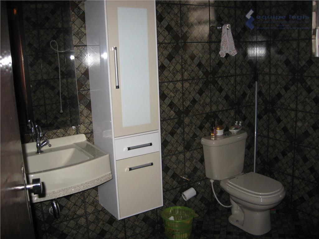 sobrado com 3 dormitórios, sendo um suite,2 sala,cozinha planejada,2 banheiros,área de serviço 1 vaga.terraço na parte...