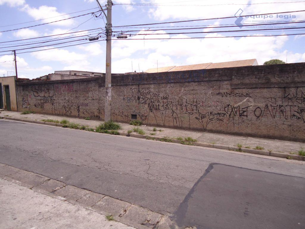 Terreno grande a venda em Itaquera, São Paulo, bom para investidores.