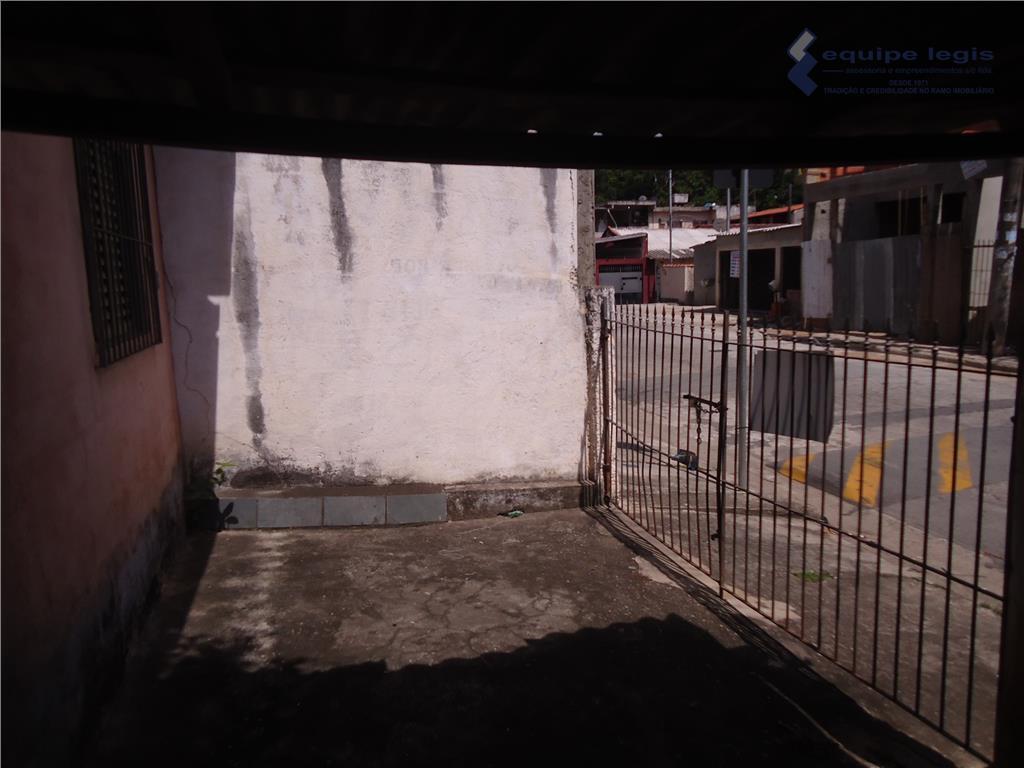 terreno com 735m2, sendo 30m de frente, quem vê pela rua emidio campanela, 20m de fundos,...