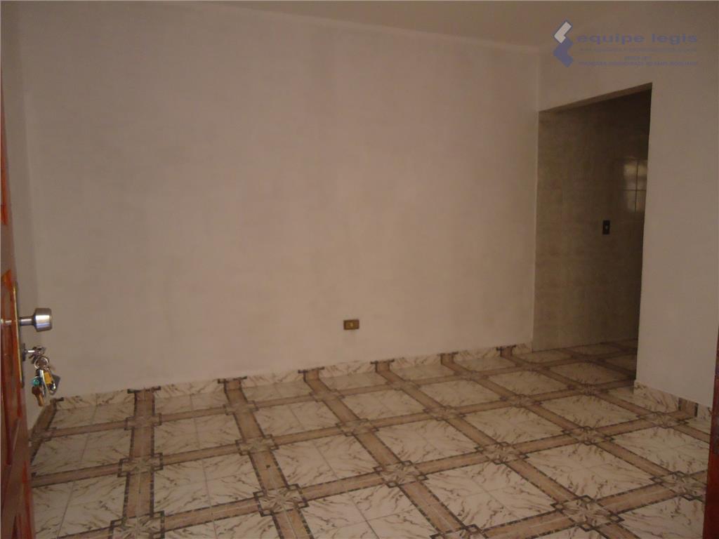 casa residencial com: 01 quarto, sala, cozinha, banheiro, área de serviço e garagem para 02 carros//fácil...