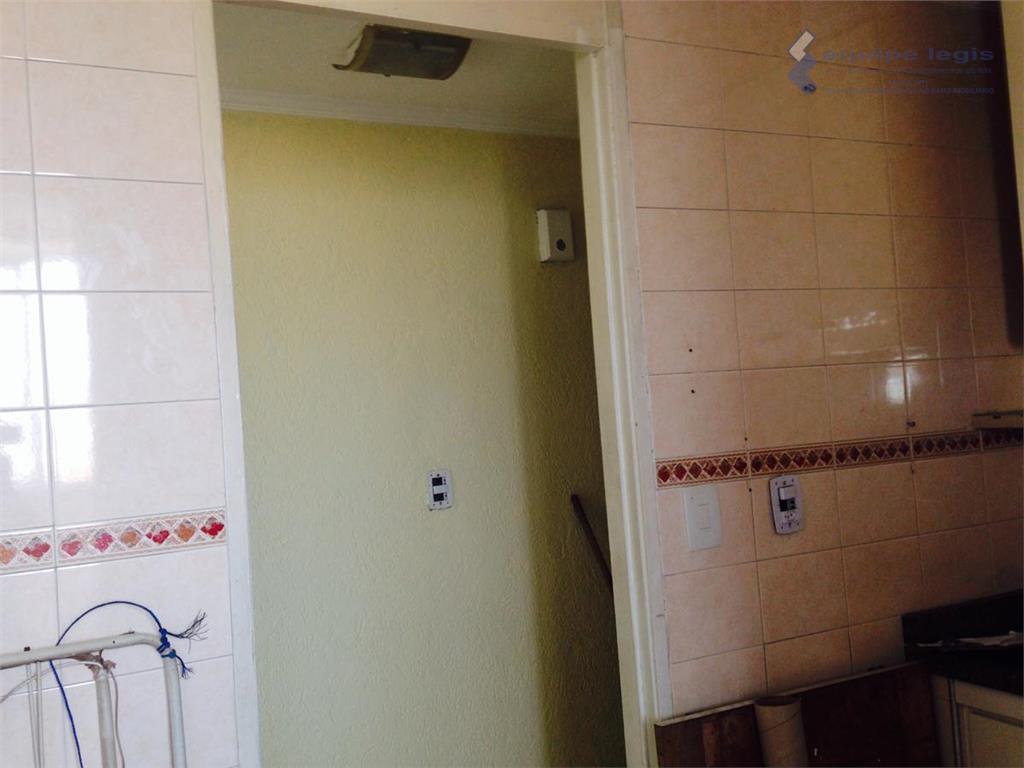 apartamento com 3 dormitórios, armários nos quartos, banheiro, cozinha e corredor. garagem fechada e coberta para...