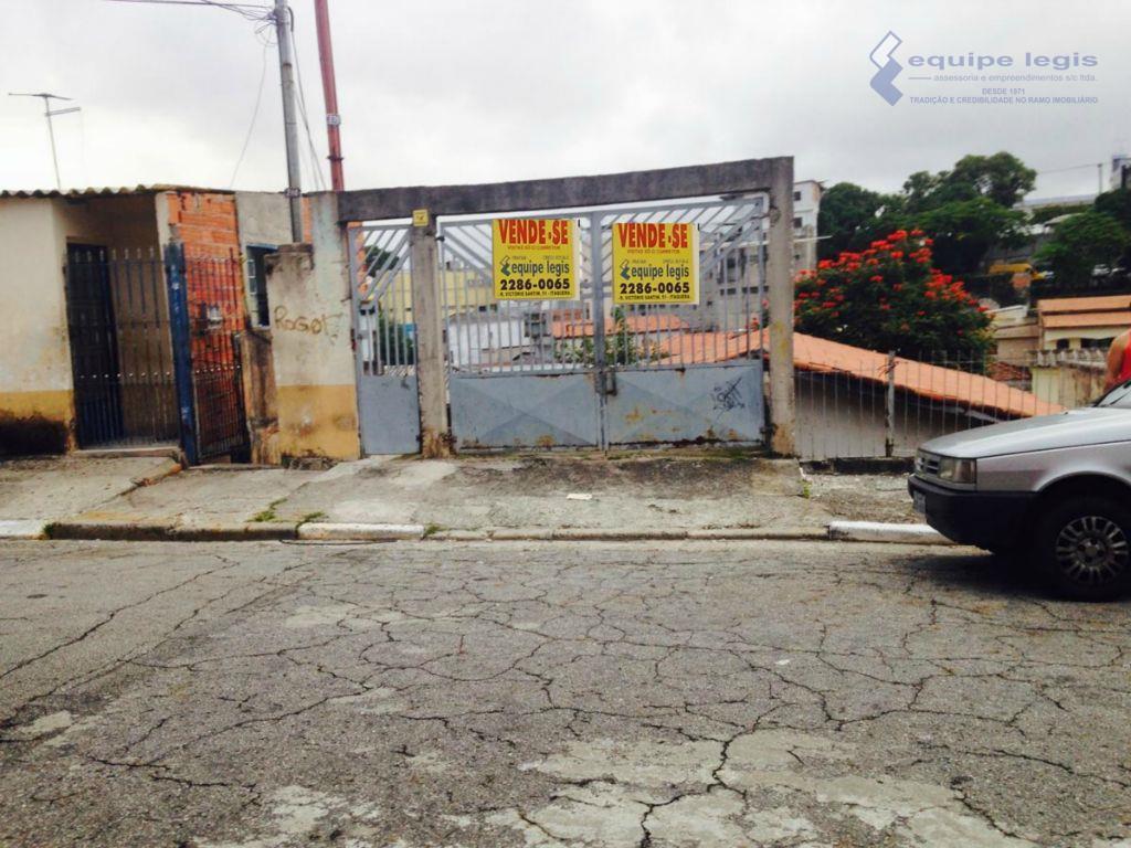 casa antiga com terreno 11,5x26,60. possibilidade de construção de sobrados. estuda proposta de permuta ou incorporação....