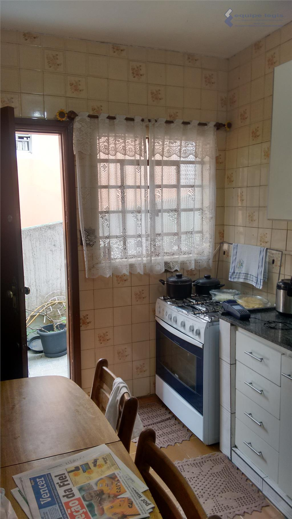 1 casa: 4 dormitórios, sendo 1 suíte, sala, cozinha, banheiro, área de serviço, churrasqueira - 2...