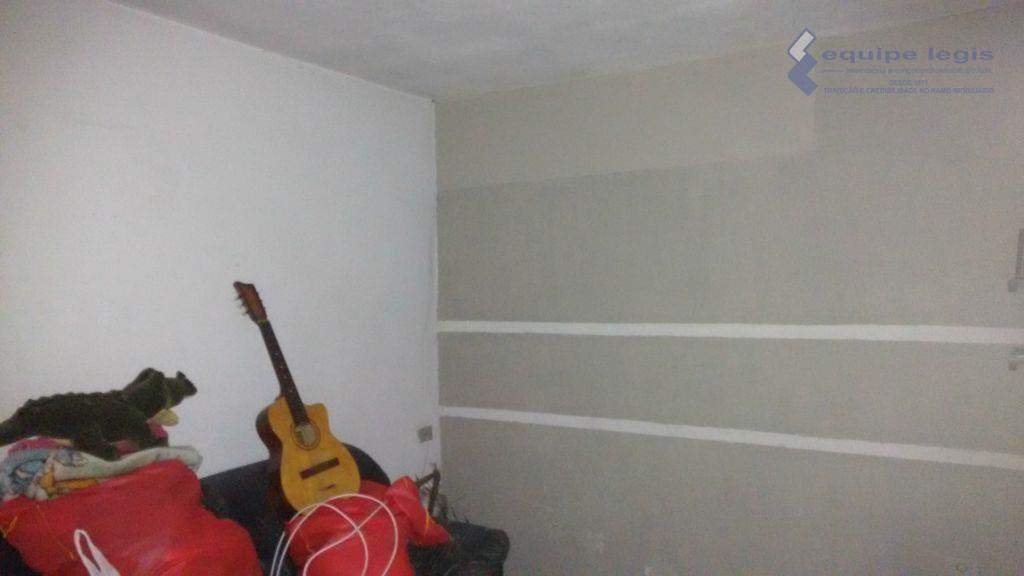 casa com 2 dormitórios, sala, cozinha, 2 banheiros, área de serviço, varanda, 1 vaga de garagem,...