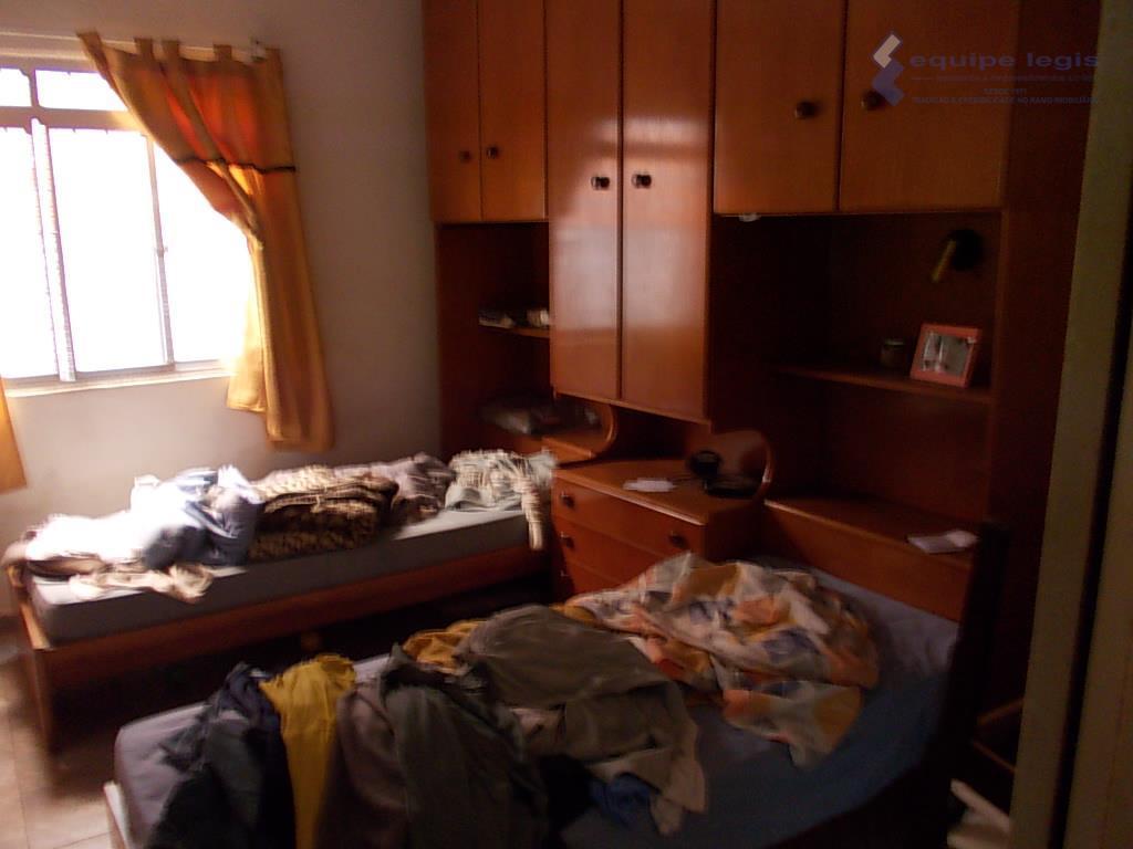 uma casa vila carmosina itaquera com 3 dormitórios,sala,cozinha,banheiro,área de serviço, 6 vagas,doc. ok mas não financiafácil...