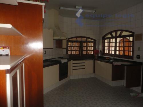 pisso terreo com 03 dorms, 02 banheiros, closet, hidromassagem1º sub solo com 02 dorms, banheiro, churrasqueira...
