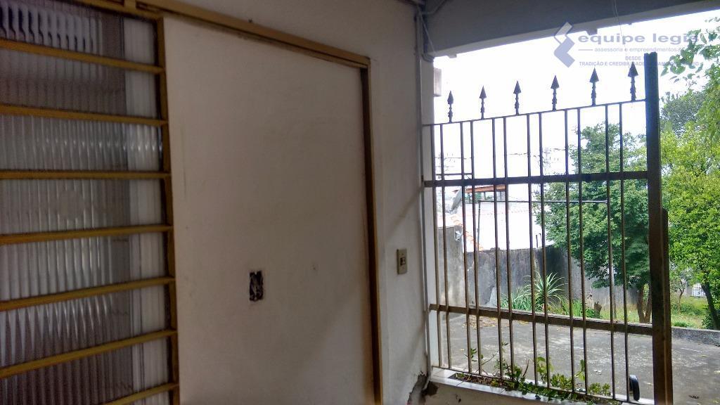 casa com 1 dormitório, sendo suíte, sala, cozinha, 2 banheiros, área de serviço, 1 vaga de...