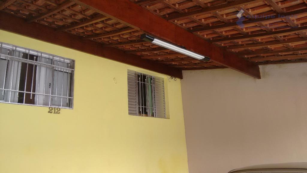 casa com 2 dormitórios, sala, cozinha, banheiro, área de serviço, despensa, churrasqueira, 2 vagas de garagem,...
