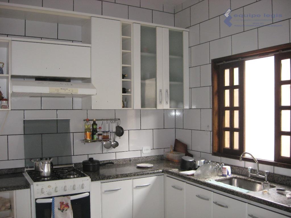 sobrado com 4 suítes,1 sala de estar,1 sala de jantar,1 cozinha,1 lavabo,1 banheiro,1 área de serviço,1...