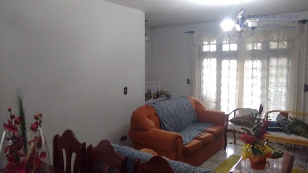 casa ampla, 4 dormitórios, sendo 1 suíte, sala, cozinha, 3 banheiros, lavanderia, quarto de empregada, quintal...