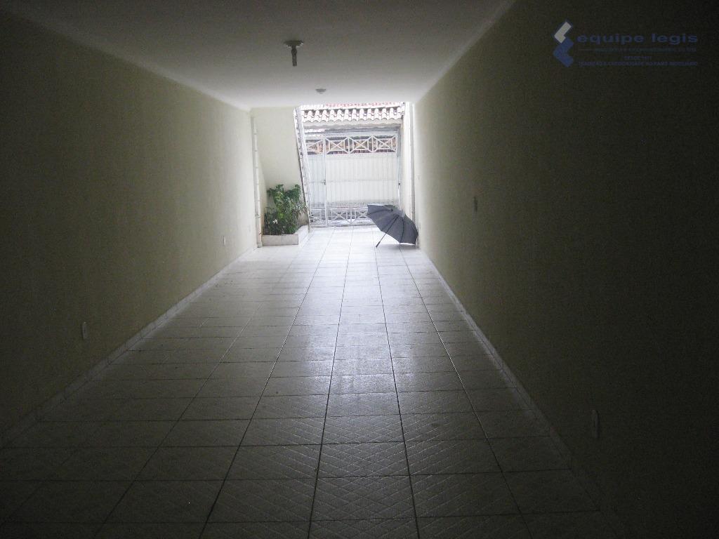 ótimo sobrado, com 3 dormitórios, sendo 3 suítes, sala, cozinha, banheiro, área de serviço. 5 vagas...