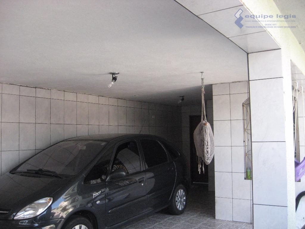 casa de esquina com 3 dormitórios, sendo 1 suíte, 2 salas, copa, cozinha, lavabo, banheiro, área...