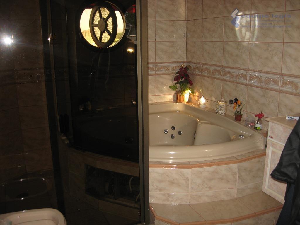 sobrado com 3 dormitórios sendo um suite com hidro massagem e closet,sala com sanca,cozinha tipo americana,3...