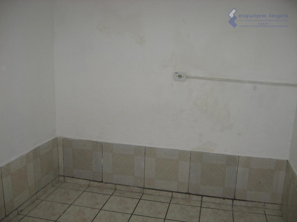 casa residencial com: 01 quarto, sala, cozinha, banheiro e lavanderia // ponto de referência: o imóvel...
