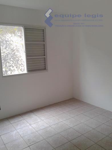 apartamento com 2 dormitórios, sala, cozinha, banheiro, área de serviço, 1 vaga de garagem. boa localização.aceita...