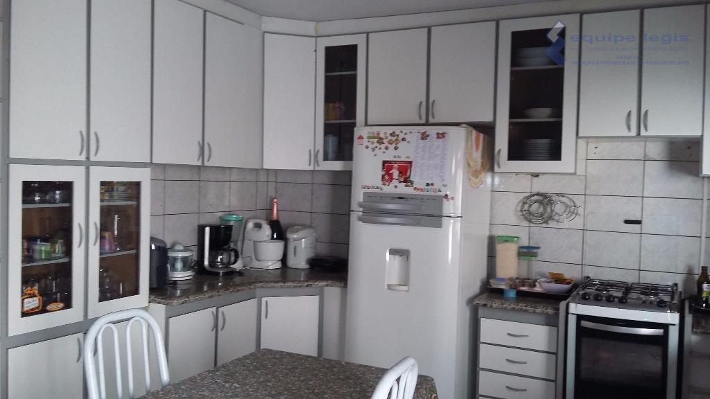 otima casa com 5 dormitórios sendo um suíte sala, cozinha, banheiro, área de serviço 10 vagas,...