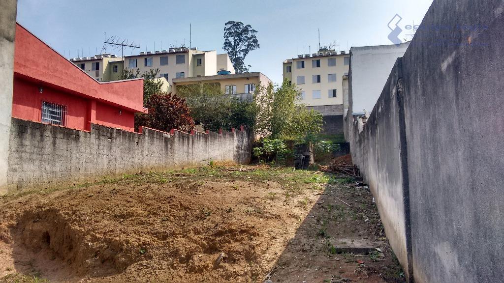 terreno com 451,03 m2 de área, medindo 10,00 m de frente x 50,00 m nas laterais,...