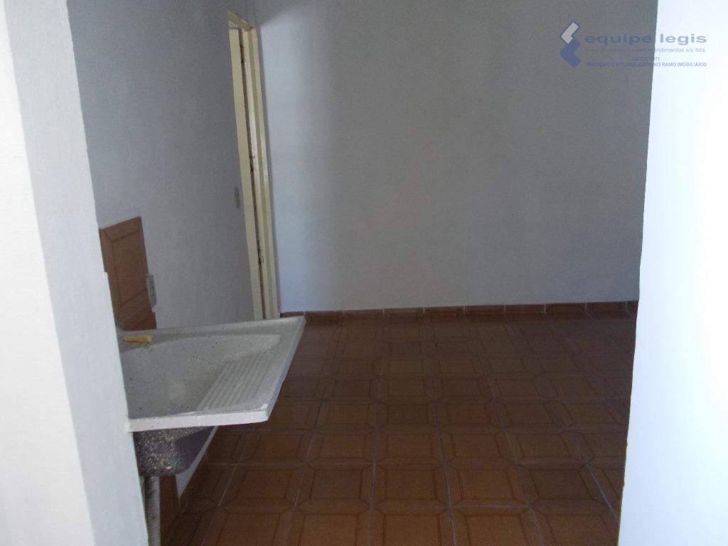 casa residencial com: 02 dormitórios , sala, cozinha, banheiro, lavanderia e 01 vaga na garagem//ponto de...